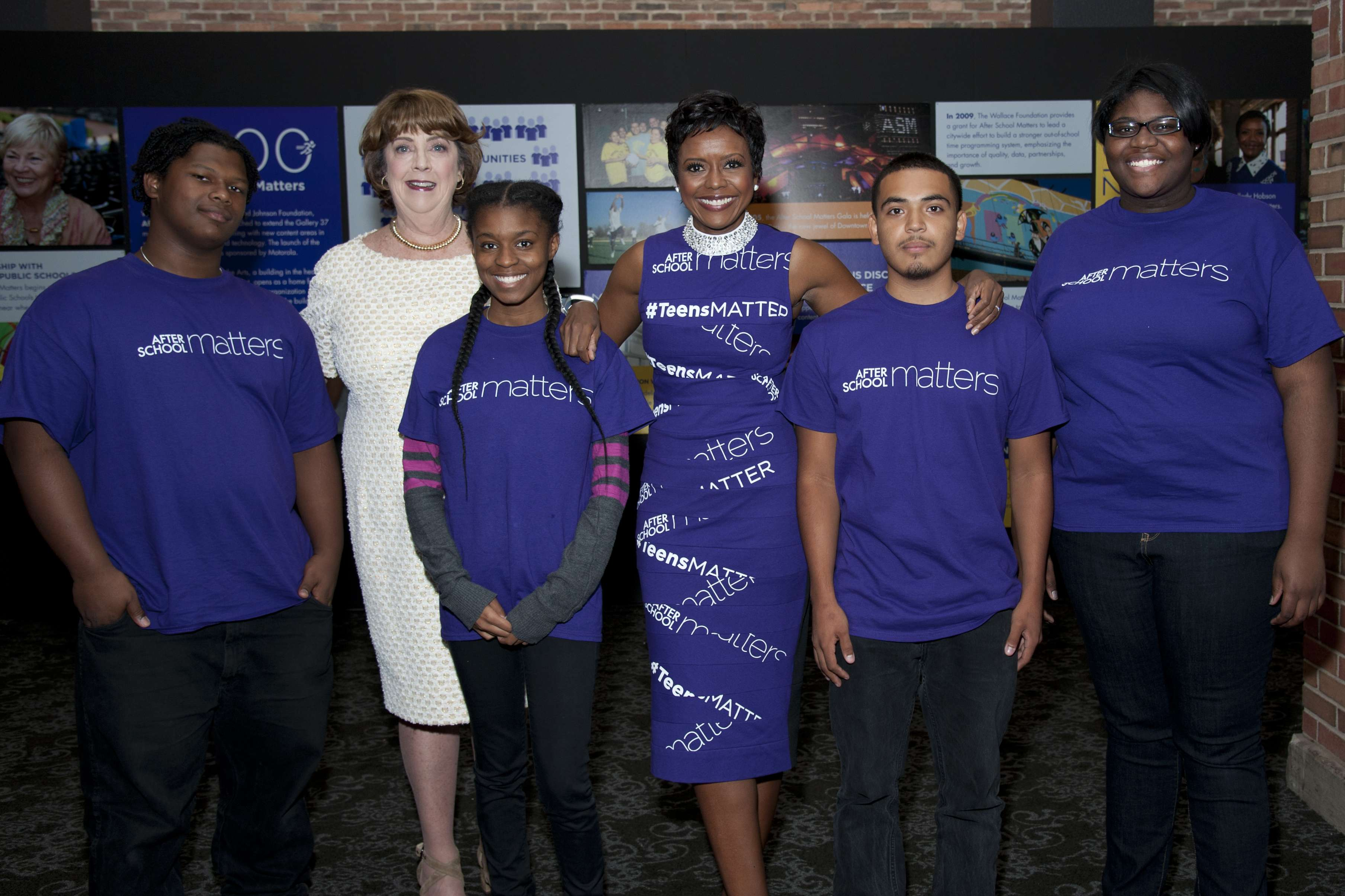<p>Chicago teens Alex, Jada, Juan, and Dorinda from After School Matters programs in science, technology and art joined by CEO Mary Ellen Caron and Board Chair Mellody Hobson at the After School Matters Annual Gala on September 19, 2016 at Navy Pier. Photo credit: Robert Carl</p>