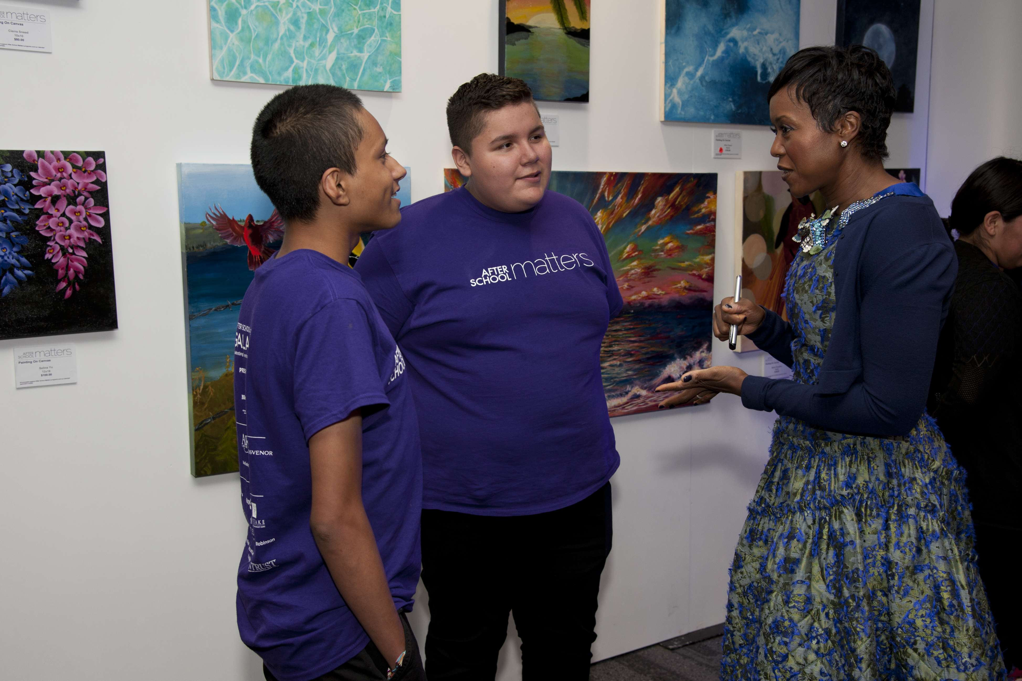 <p>After School Board Chair Mellody Hobson speaks to teens Antonio and Silbano during the gallery hour at After School Matters Annual Gala on September 18, 2017. Photo credit: Robert Carl</p>