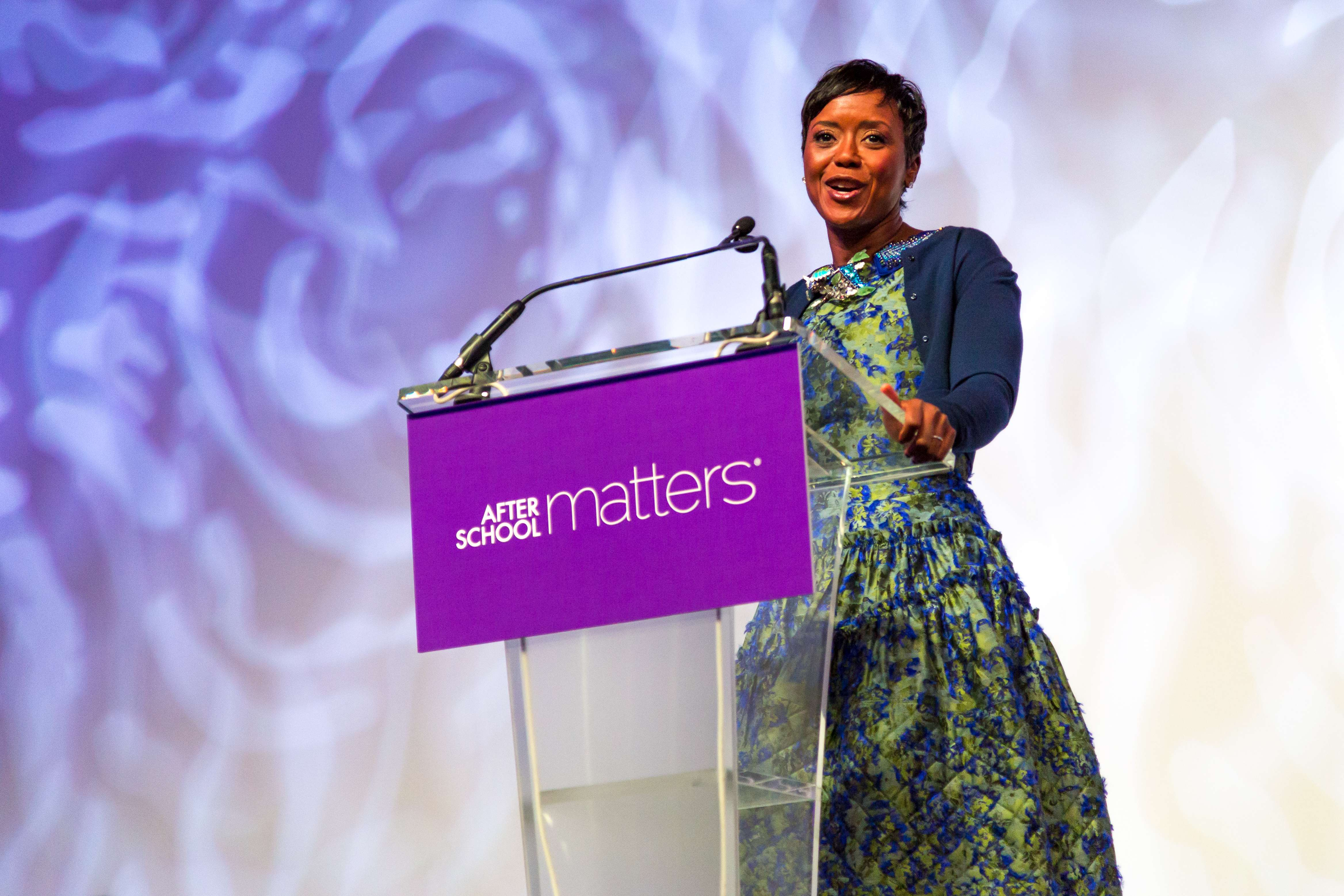 <p>After School Matters Board Chair Mellody Hobson speaks to the crowd of nearly 800 supporters at the After School Matters Annual Gala on September 18, 2017 in the brand-new Wintrust Arena. Photo credit: Juan Martinez Photography</p>